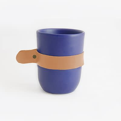 Taza artesanal de arcilla azul