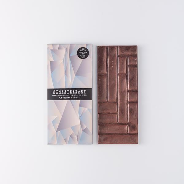 Chocolate negro con escamas de sal Maldon y prismas de sal negra.